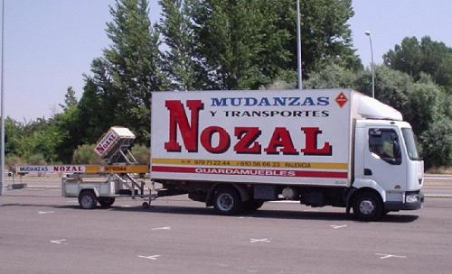 Camión y Montamuebles